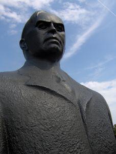 parliament-hill-statues-vi-541735-m