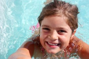 girl-in-the-pool-2-1121387-m