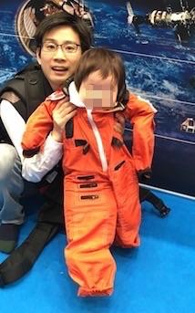 宇宙服をきている写真